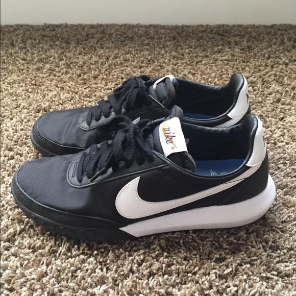 Nike Shoes - Unisex Black Waffle Nike's   Mens 7.5/Womens 9.5